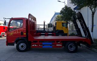 重汽豪沃平板运输车,拖挖机的好帮手!图片