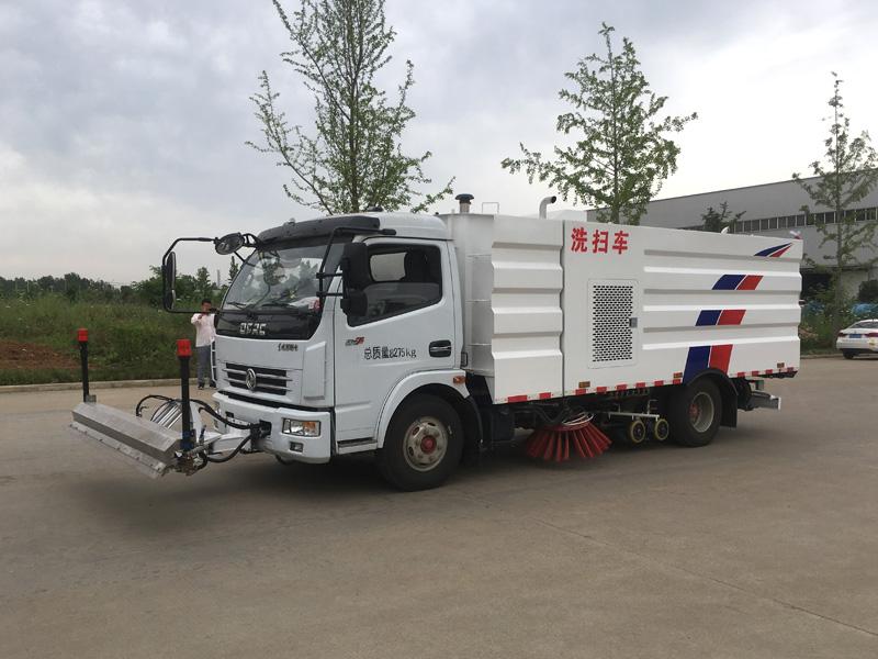 東風多利卡8噸洗掃車帶路面清洗裝置圖片