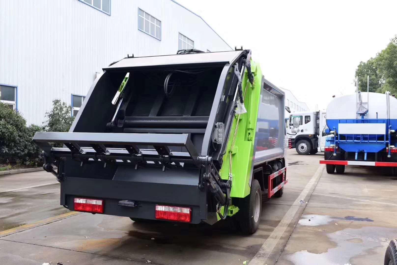 压缩式垃圾车如何倾倒垃圾