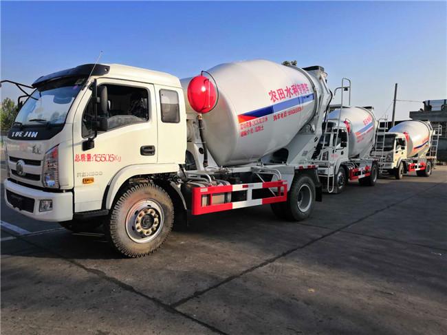 黑龙江农田水利工程混凝土搅拌专用运输车图片