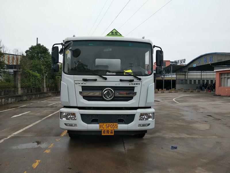 东风D9拉10吨柴油不超载的油罐车带营运证促销图片
