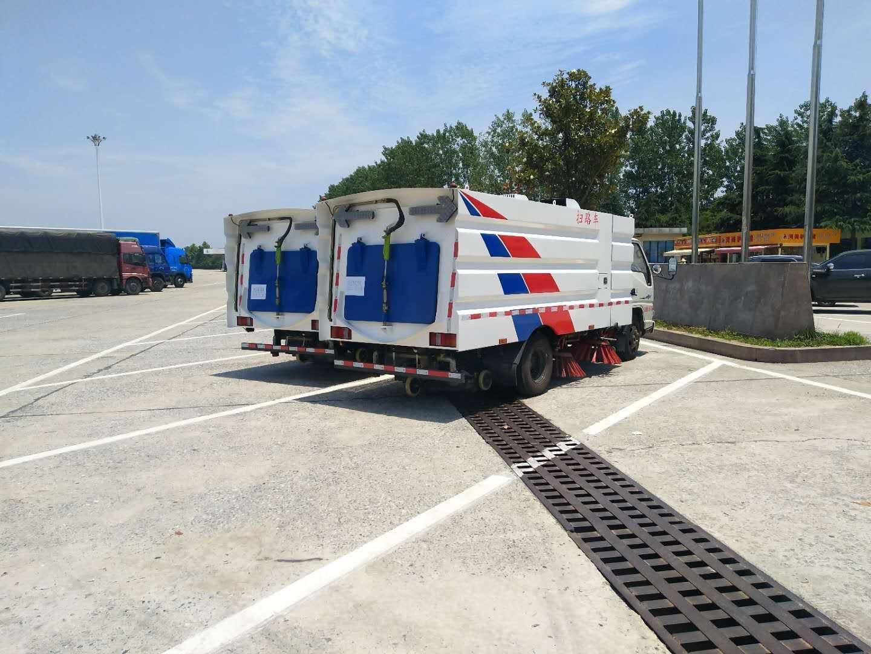 5噸江鈴掃路車發往上海。為上海市容市貌助一臂之力圖片