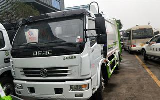 重庆东风压缩式垃圾车报价图片