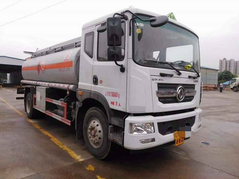 直销 东风多利卡D9油罐车12吨 全国售后 包送车