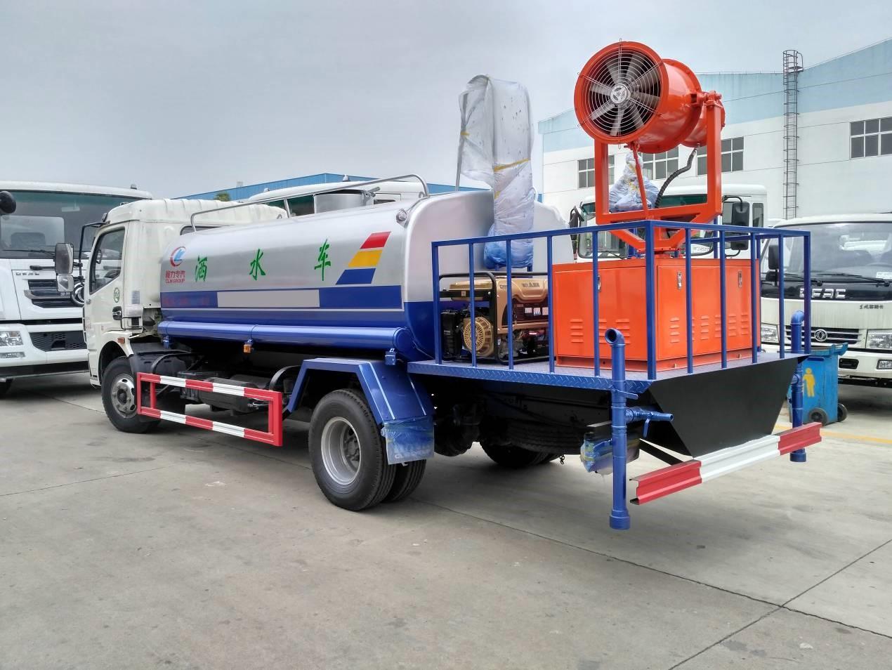 东风多利卡8吨绿化洒水车图片