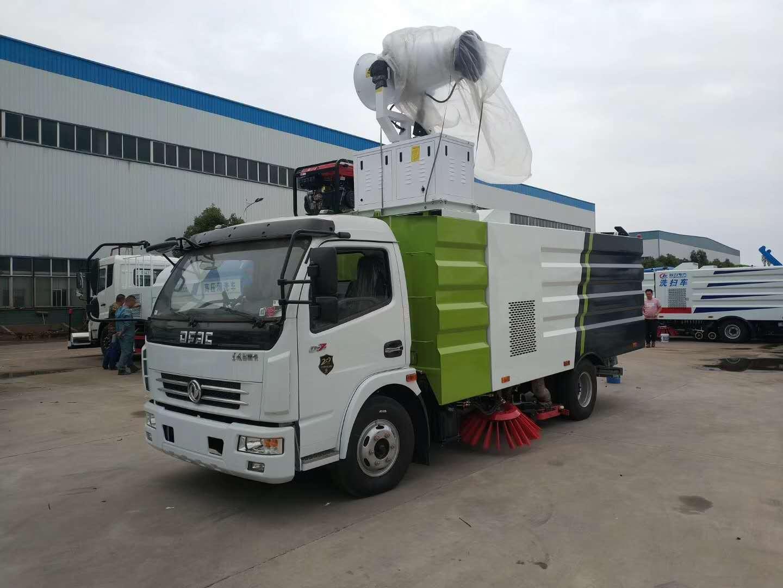 东风多利卡8吨洗扫车试车中,客户来我厂自提。对效果很满意