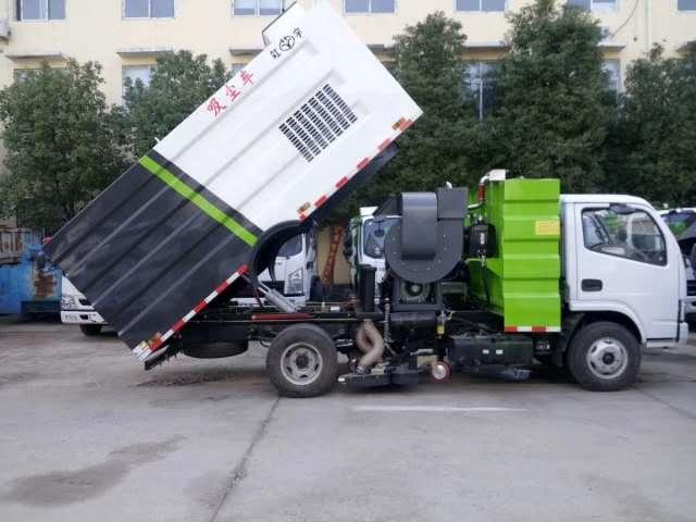 吸尘车也称为干式扫路车,适用于灰尘比较厚的煤厂,矿场