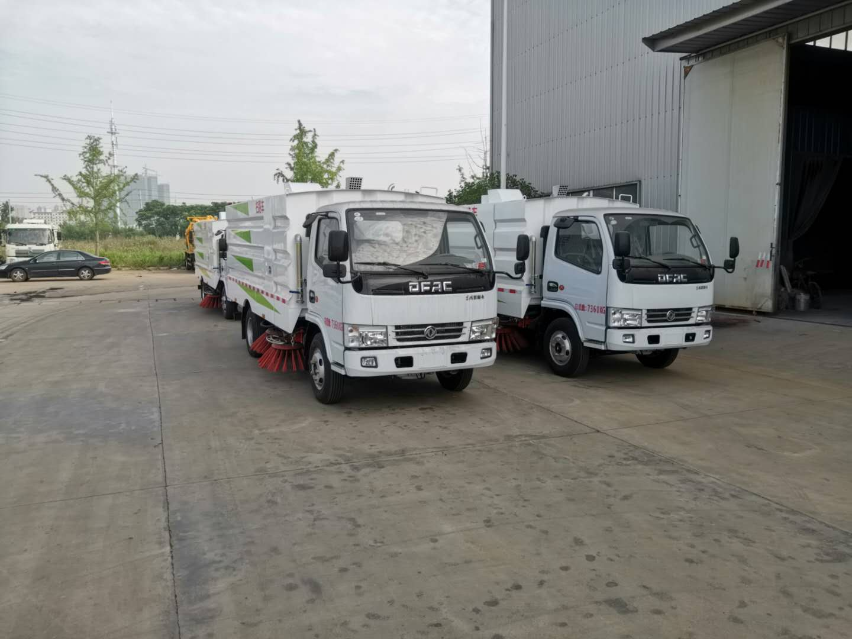 4台5吨东风多利卡扫路车,清扫车专业生产厂家图片