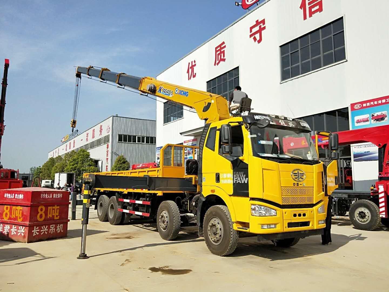 解放后八轮,徐工16吨随车吊操作图片