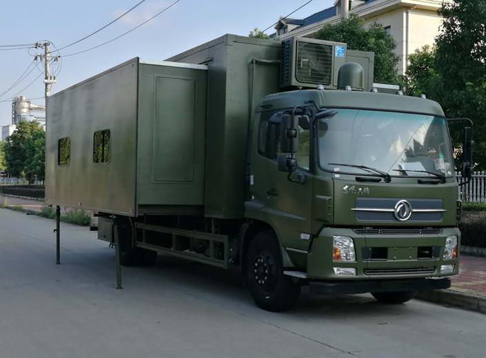 軍用宿營車