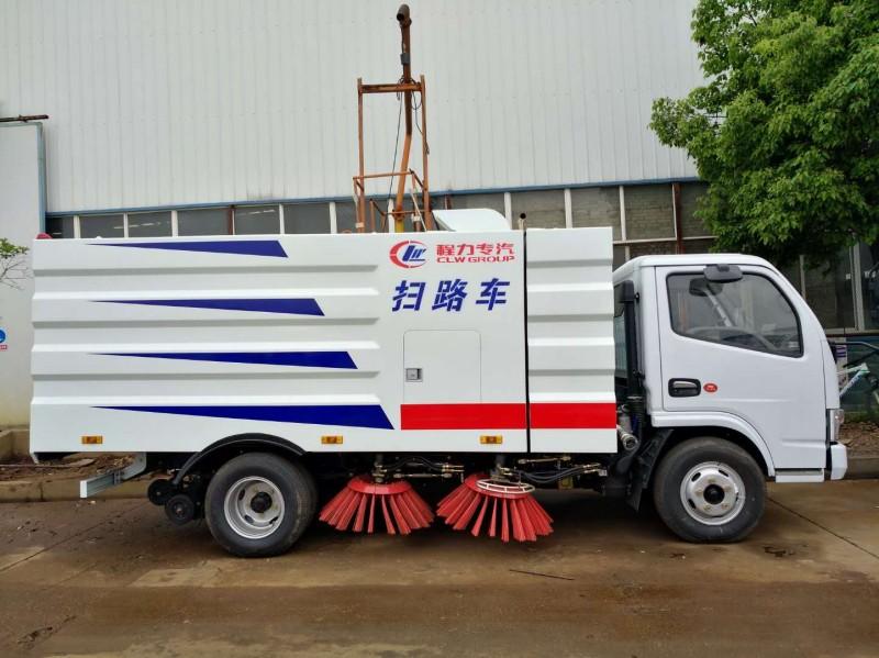 东风多利卡扫路车厂家介绍以及与人工清洁的优势对比