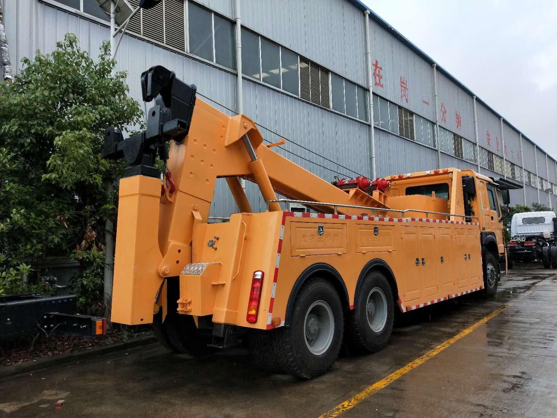 20吨重汽豪沃后八轮道路清障拖车图片