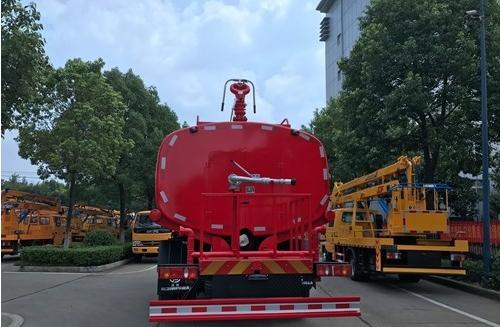 东风145  10吨消防洒水车