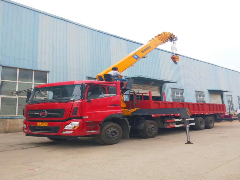 仿天龙12吨随车吊,前四后八随车起重运输车