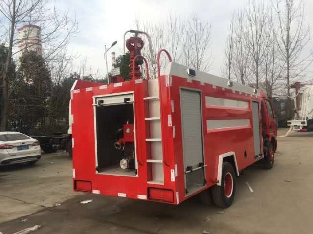 消防灑水車后噴效果