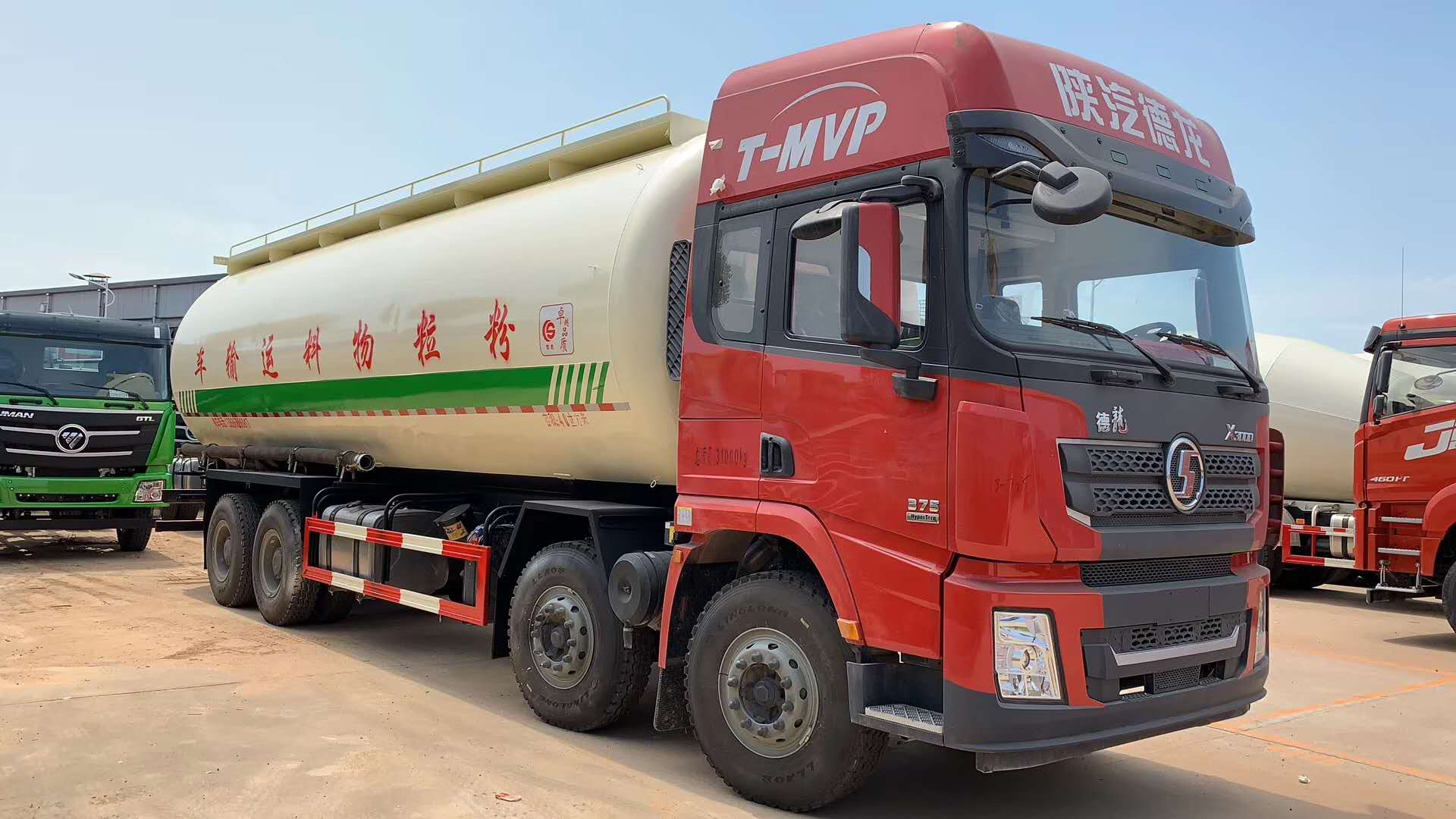 陕汽40低密度粉粒物料运输车