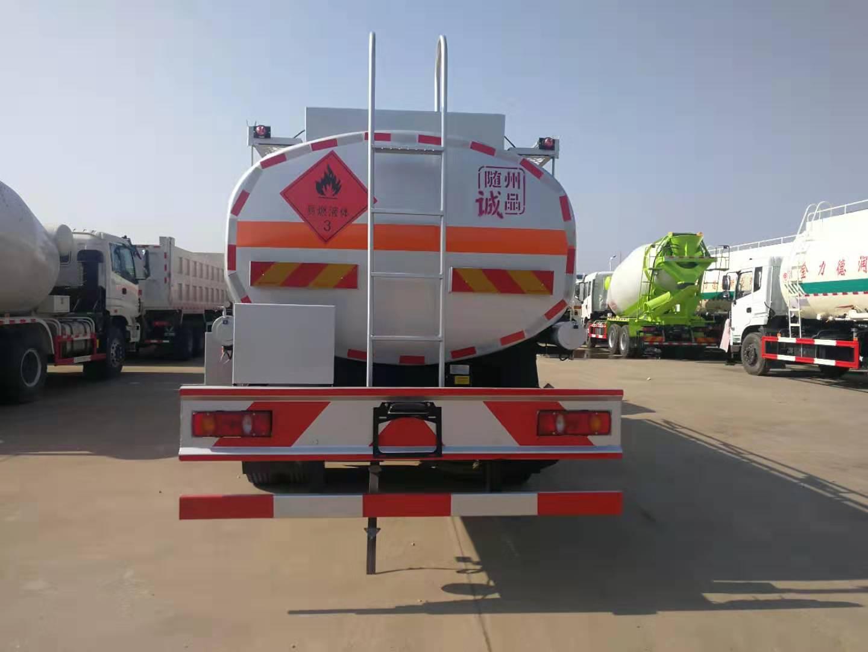 东风天锦12吨油罐车
