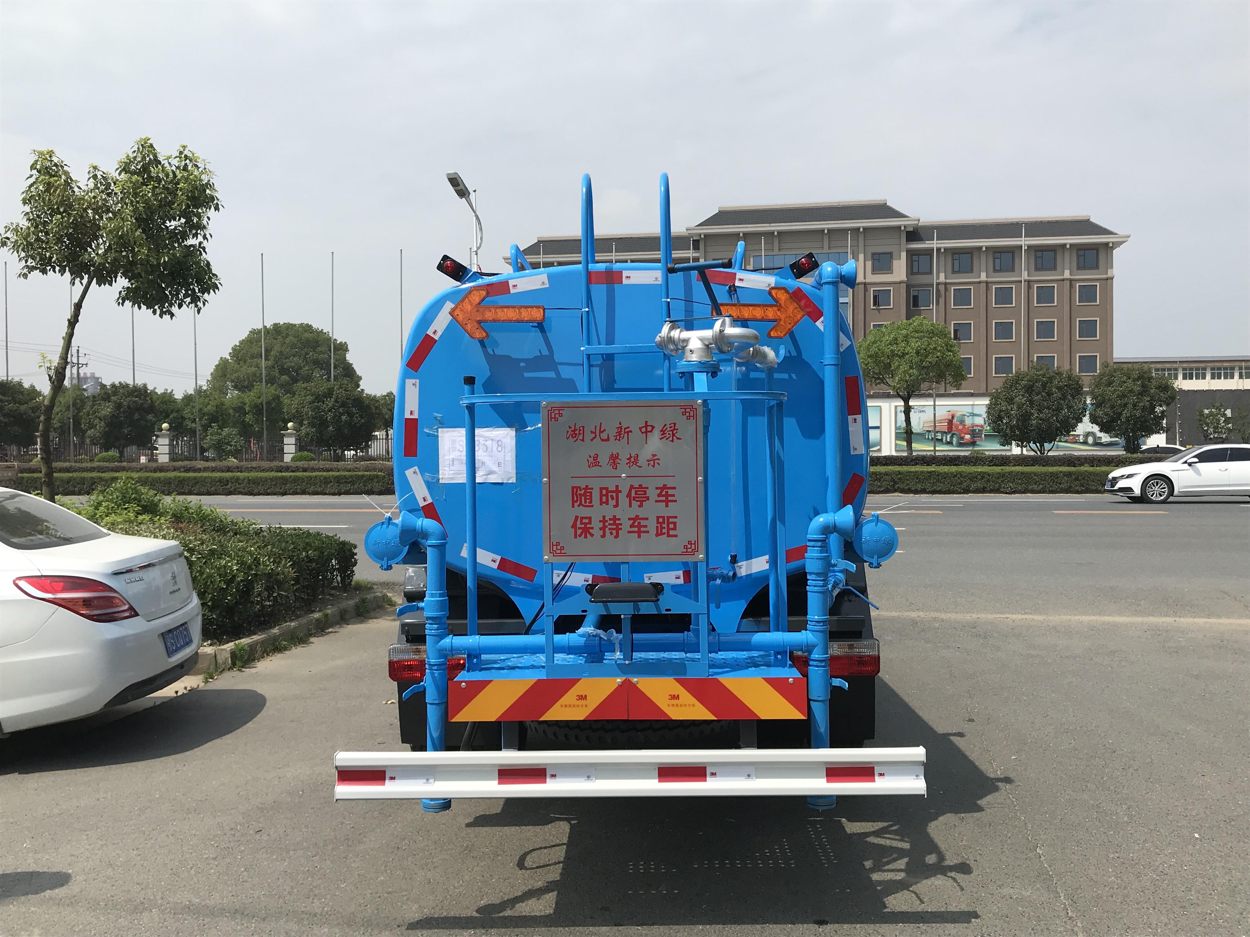 东风D7多利卡8吨9.2吨洒水车图片