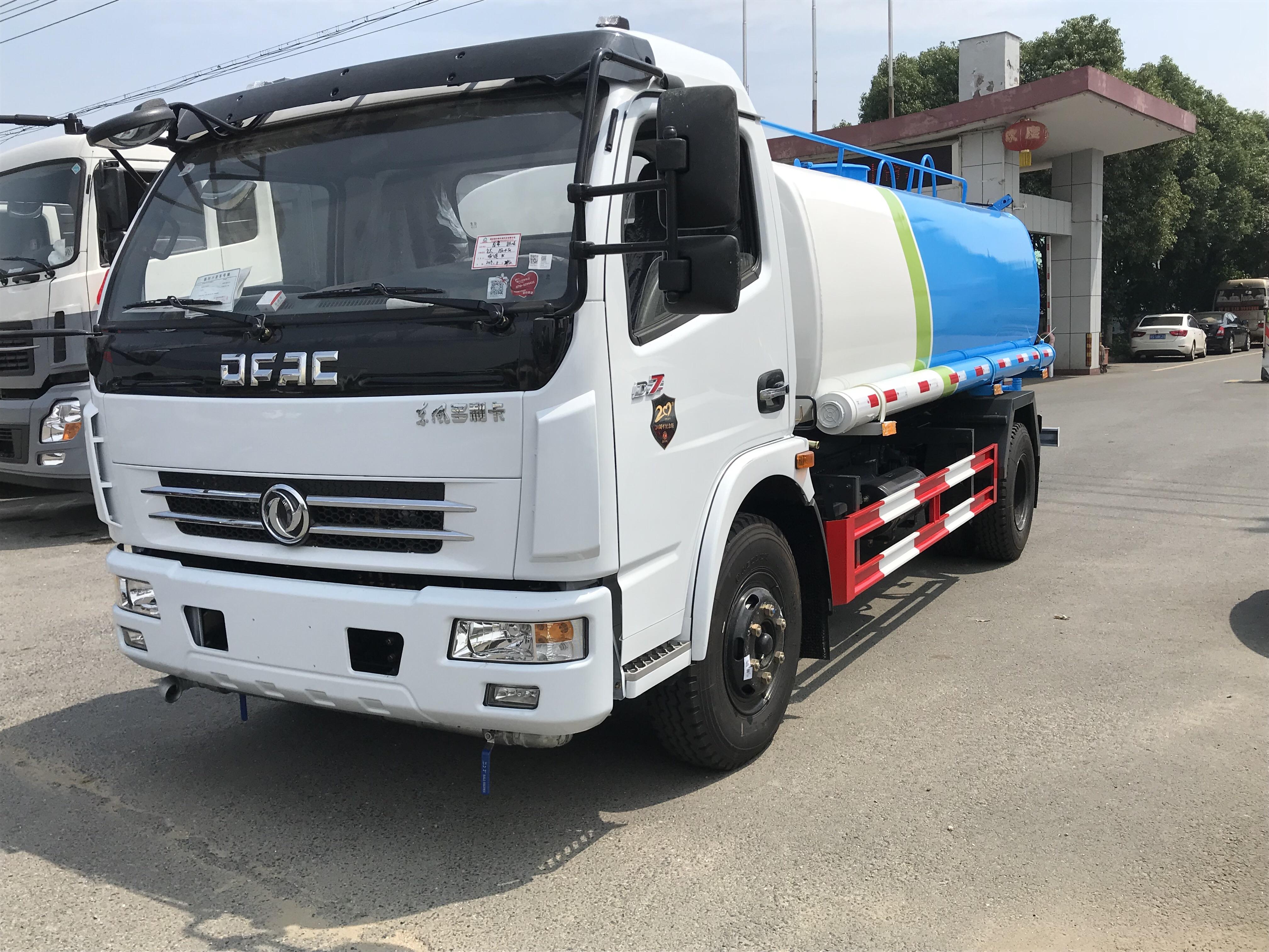 东风D7多利卡8吨9.2吨洒水车