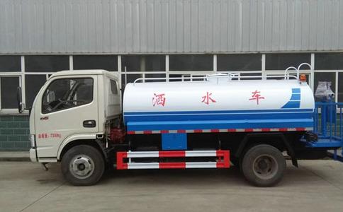东风5吨小型绿化洒水车视频