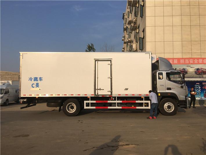 福田瑞沃7.6米冷藏车