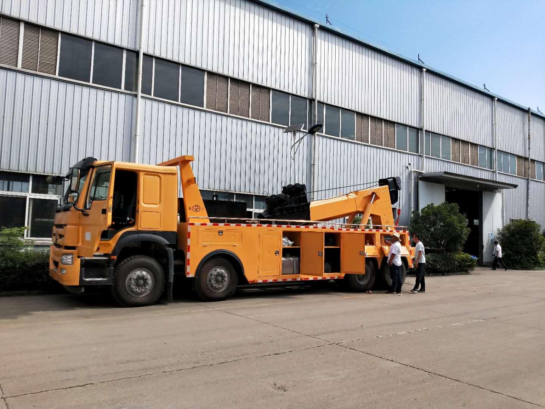 大型拖车救援车30吨重汽豪沃380马力后托臂操作视频