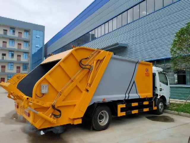 压缩垃圾车  箱体、后包间防水效果