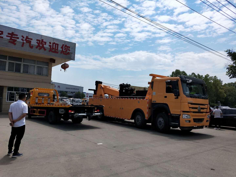 大型拖吊联体重汽豪沃380马力拖车救援车后托臂伸出操作