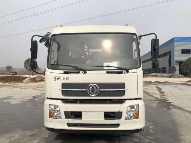 东风天锦大型洗扫车,厂家年中大促销