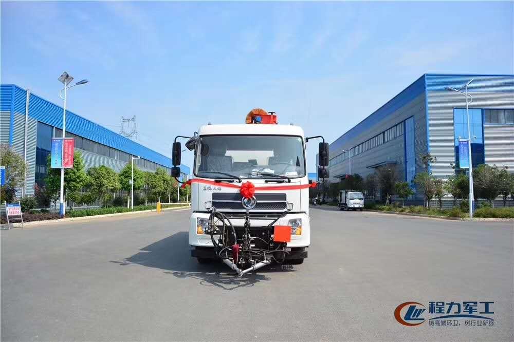 東風天錦干掃車,應用廣泛,功能齊全圖片