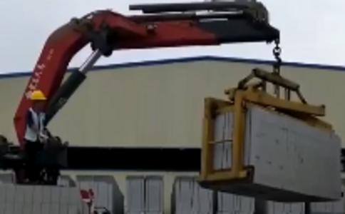 宏昌天马折臂吊,搭配夹砖器,砖厂操作自如,工作效率大大提升。宏昌天马进口技术高端品质,用过的人都说好。