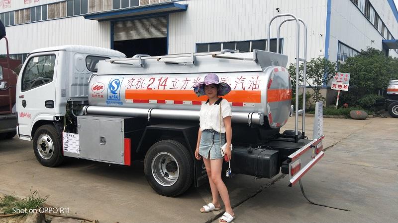 唯一能上户不超重油罐车  东风2吨蓝牌加油车多少钱