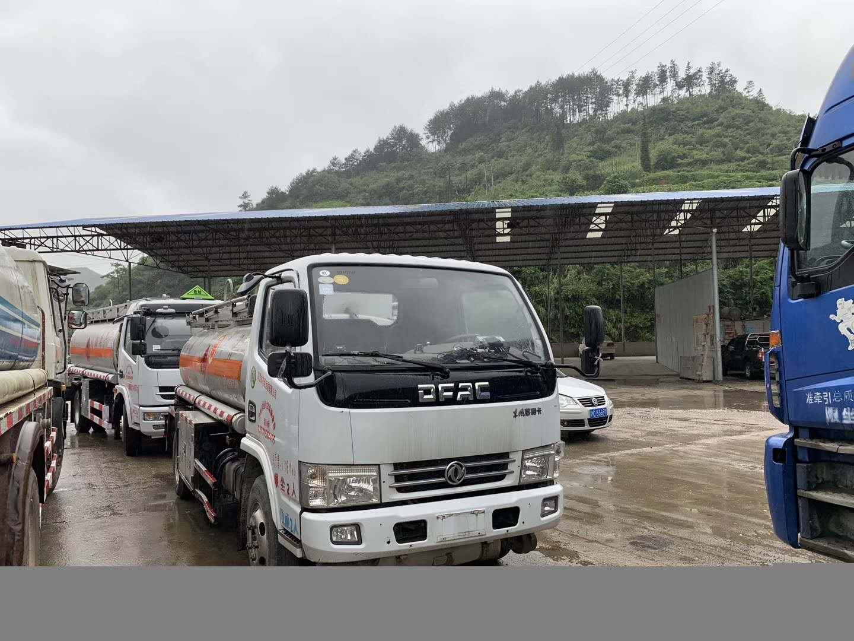 帮客户代卖二手5吨东风加油车