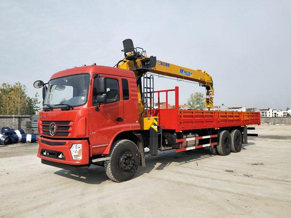 随车吊厂家东风新款后八轮M SQS300-4徐工12吨报价