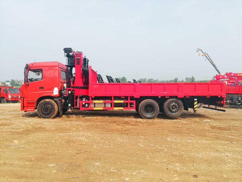 折叠臂14吨随车吊,三环十通随车起重运输车