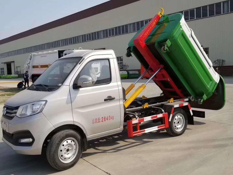 程力专汽勾臂式垃圾车多少钱一台?