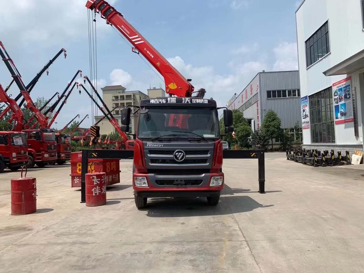 福田瑞沃8吨随车吊,配三一高端吊机图片