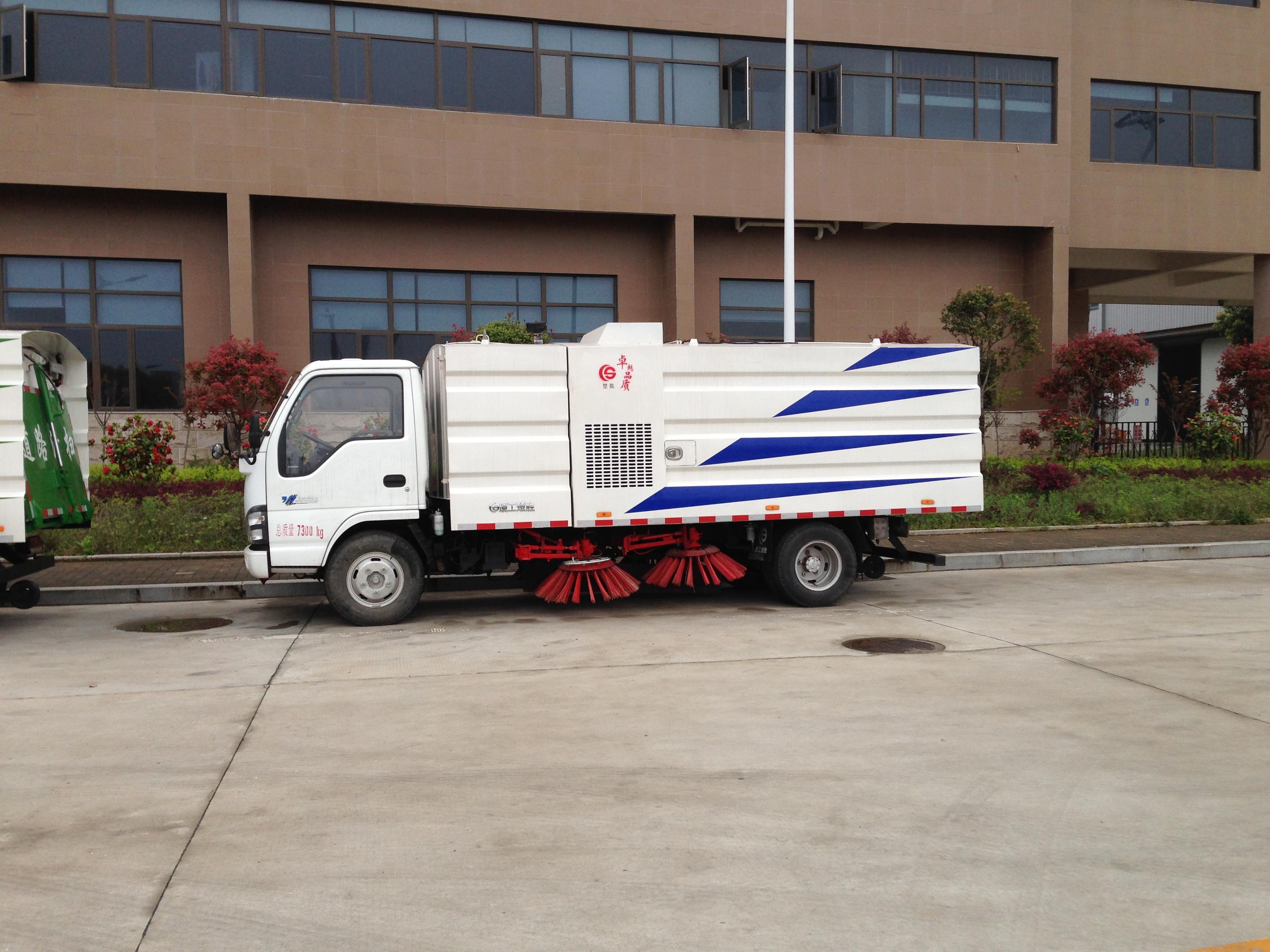 慶鈴五十鈴掃路車4噸掃路車圖片
