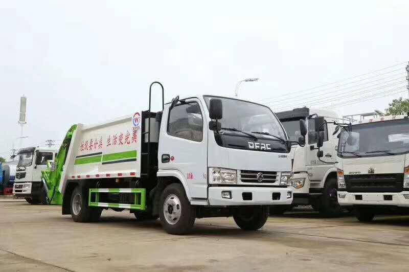 小型压缩垃圾车厂家 多功能压缩垃圾车价格图片
