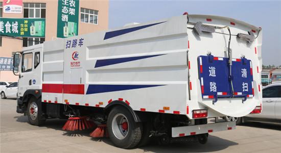 东风国六大型道路扫路车图片
