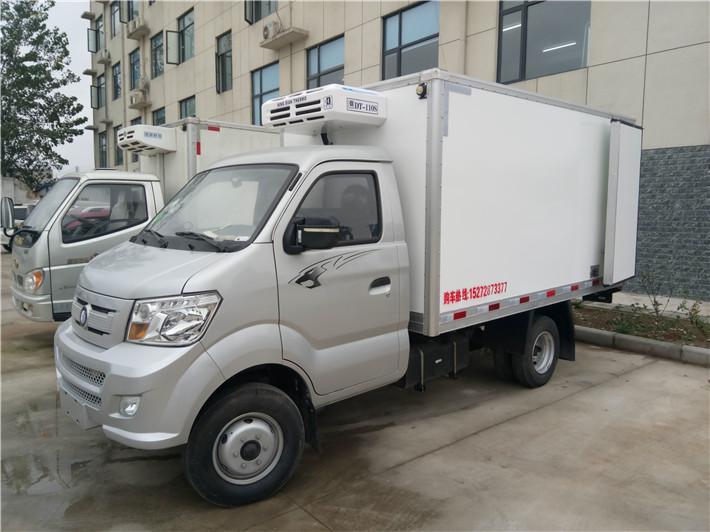 国六重汽王牌油/气3.3米冷藏车