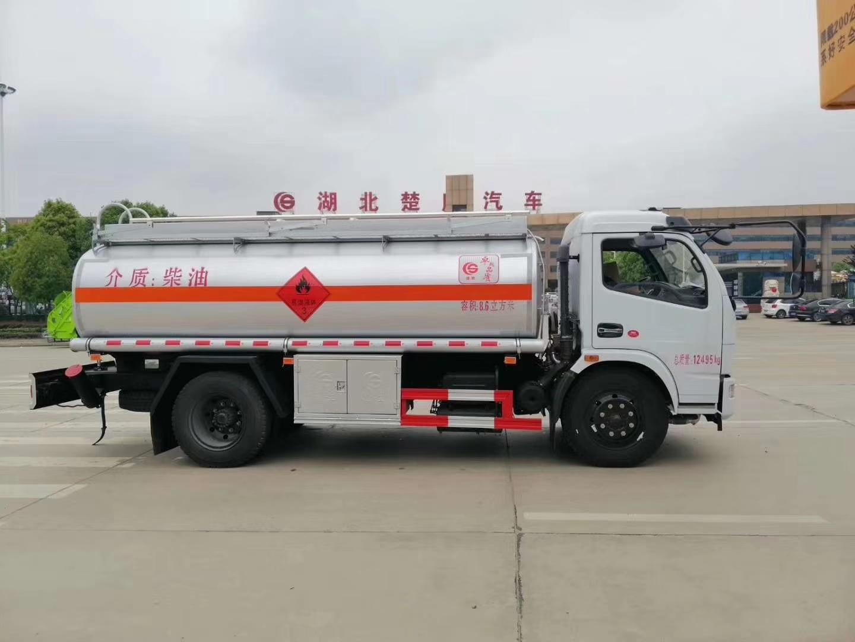 最畅销款8吨东风多利卡油罐车 8.6方加油车图片