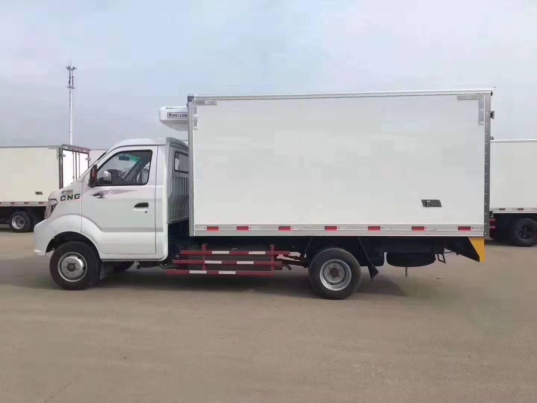 国六重汽王牌油/气3.3米冷藏车图片