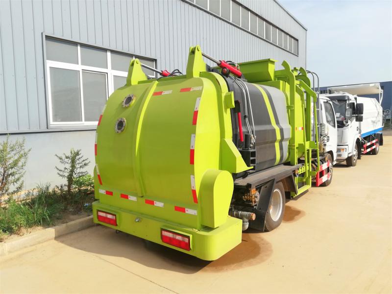 大型餐厨垃圾车,东风3吨餐厨垃圾车