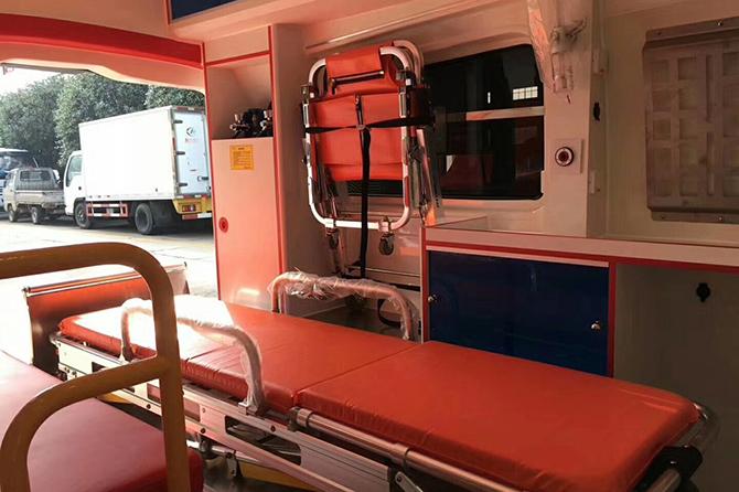 奔馳威霆救護車 (11)