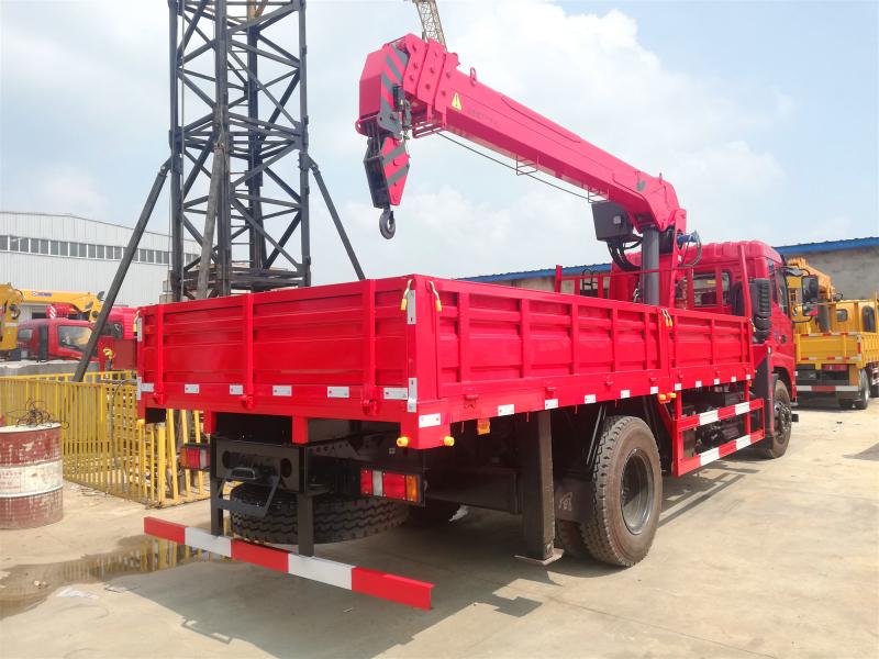 新款D17东风随车吊,直臂式8吨随车吊