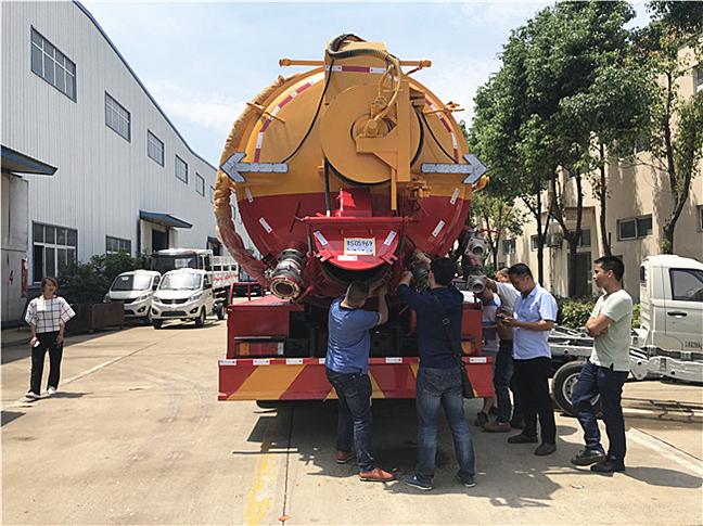 东风天龙20吨清洗吸污车