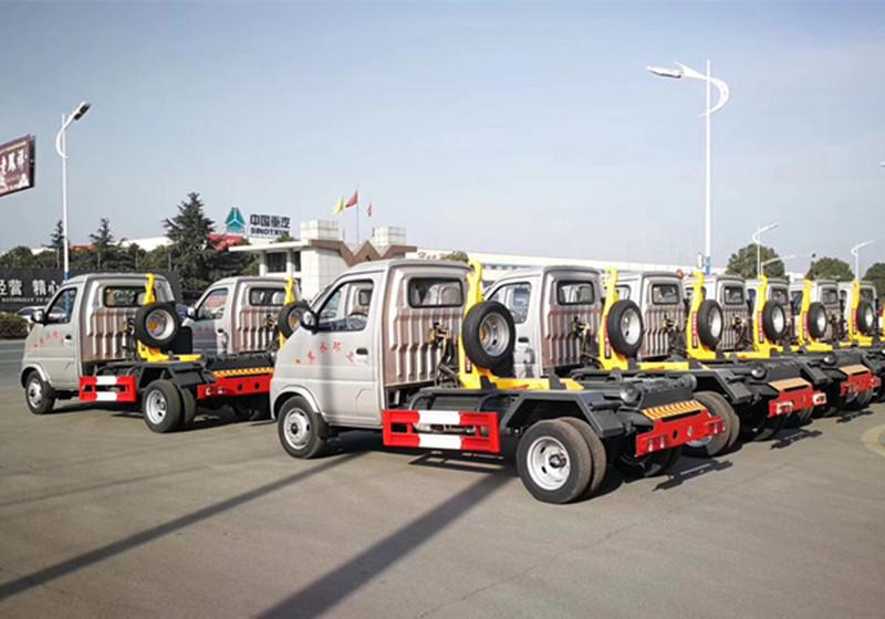 3立方-长安勾臂垃圾车厂家图片图片