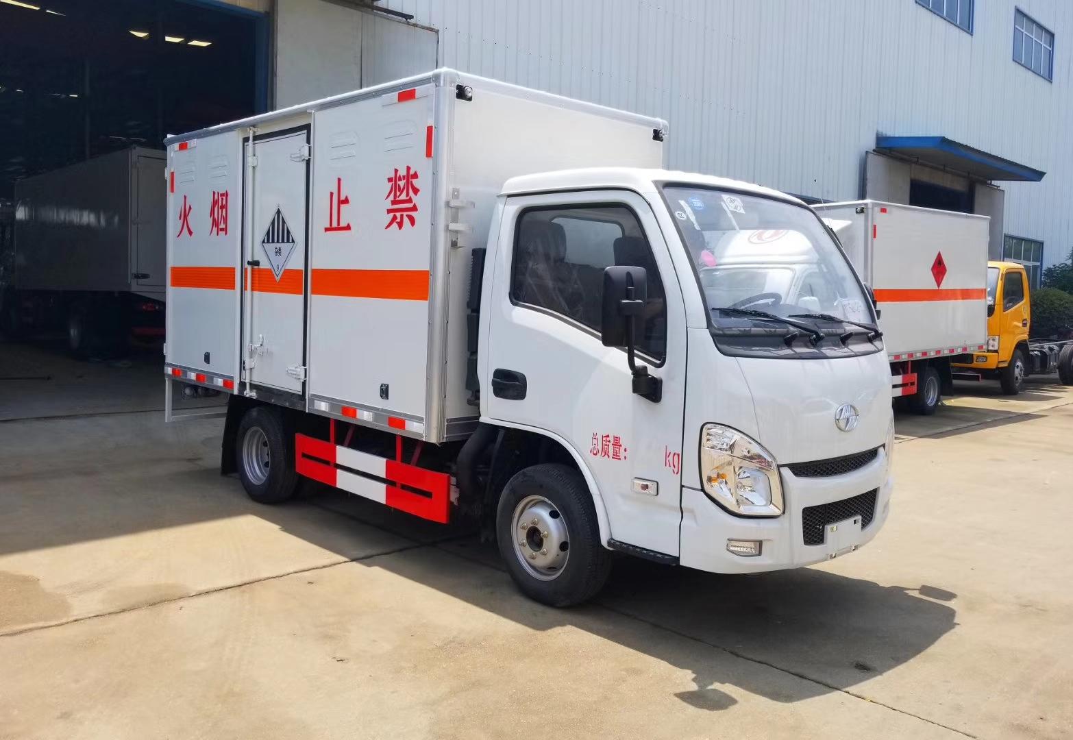 蓝牌跃进小福星危险品厢式运输车 厂家直销 包上户