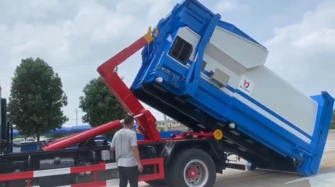 东风D9多利卡大型套臂勾臂垃圾车